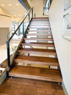 estores toldos e escadas por medida, estores elétricos, escadas em caracol, escadas de madeira, escadas para sótão